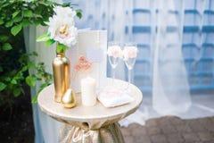 γάμος κορδελλών πρόσκλησης λουλουδιών κομψότητας λεπτομέρειας διακοσμήσεων ανασκόπησης Στοκ εικόνες με δικαίωμα ελεύθερης χρήσης