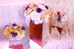γάμος κορδελλών πρόσκλησης λουλουδιών κομψότητας λεπτομέρειας διακοσμήσεων ανασκόπησης Στοκ φωτογραφίες με δικαίωμα ελεύθερης χρήσης