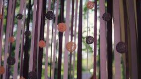 γάμος κορδελλών πρόσκλησης λουλουδιών κομψότητας λεπτομέρειας διακοσμήσεων ανασκόπησης κενά γυαλιά διακοσμήσεων ντεκόρ σαμπάνιας  απόθεμα βίντεο