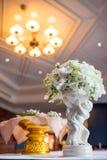 γάμος κορδελλών πρόσκλησης λουλουδιών κομψότητας λεπτομέρειας διακοσμήσεων ανασκόπησης Στοκ Φωτογραφία