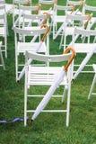 γάμος κορδελλών πρόσκλησης λουλουδιών κομψότητας λεπτομέρειας διακοσμήσεων ανασκόπησης Η γαμήλια τελετή Στοκ Εικόνες