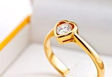 γάμος μορφής δαχτυλιδιών καρδιών Στοκ Φωτογραφία