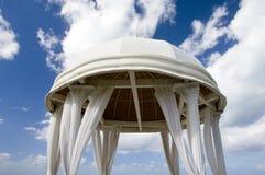 γάμος μπλε ουρανού βωμών Στοκ φωτογραφία με δικαίωμα ελεύθερης χρήσης