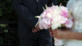 1 γάμος νυφών ανθοδεσμών φιλμ μικρού μήκους
