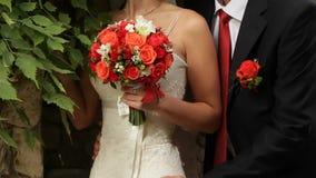 Γάμος νυφών και νεόνυμφων στα κόκκινα χρώματα απόθεμα βίντεο