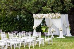 γάμος λουλουδιών τελετής νυφών στοκ εικόνα με δικαίωμα ελεύθερης χρήσης