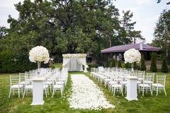 γάμος λουλουδιών τελετής νυφών στοκ φωτογραφίες