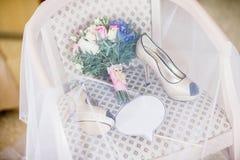 γάμος παπουτσιών ανθοδεσμών Στοκ Εικόνες