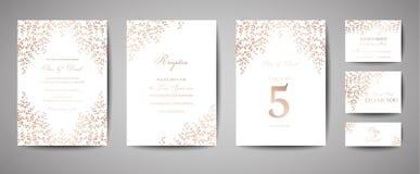 Γάμος πολυτέλειας εκτός από την ημερομηνία, συλλογή καρτών πρόσκλησης με τα χρυσά φύλλα φύλλων αλουμινίου και στεφάνι Καθιερώνουσ απεικόνιση αποθεμάτων