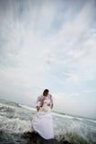 γάμος πορτρέτου φιλιών νεό& στοκ εικόνες