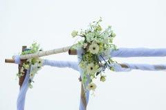 Γάμος που διακοσμείται στη γαμήλια οργάνωση παραλιών στοκ εικόνες