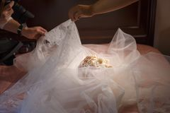γάμος πρώτου πλάνου εστίασης 3 ανθοδεσμών Στοκ Εικόνα
