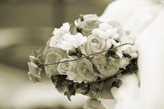 γάμος πρώτου πλάνου εστίασης 3 ανθοδεσμών Σέπια Στοκ Φωτογραφίες