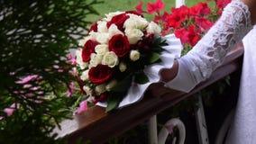 γάμος πρώτου πλάνου εστίασης 3 ανθοδεσμών φιλμ μικρού μήκους