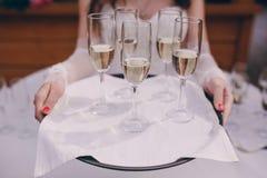 Γάμος σερβιτόρων έξω Στοκ φωτογραφίες με δικαίωμα ελεύθερης χρήσης