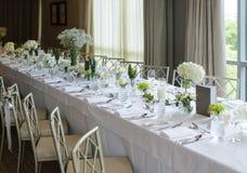 Γάμος το κομψό μακροχρόνιο επιτραπέζιο σύνολο γευμάτων Στοκ Φωτογραφία