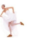 γάμος Τρέχοντας αστεία γυναίκα νυφών στα αθλητικά παπούτσια Στοκ Φωτογραφίες