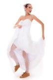 γάμος Τρέχοντας αστεία γυναίκα νυφών στα αθλητικά παπούτσια Στοκ εικόνες με δικαίωμα ελεύθερης χρήσης