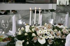 Γάμος τρία καίγοντας κεριά σε έναν πίνακα διακοπών Στοκ φωτογραφία με δικαίωμα ελεύθερης χρήσης