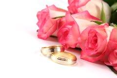 γάμος τριαντάφυλλων δαχτυλιδιών Στοκ εικόνα με δικαίωμα ελεύθερης χρήσης