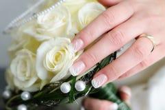 γάμος χεριών ανθοδεσμών Στοκ εικόνες με δικαίωμα ελεύθερης χρήσης