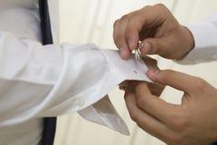 γάμος cuffie και χέρι στοκ εικόνα