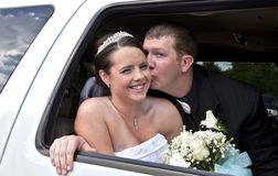 γάμος limousine ζευγών στοκ εικόνες