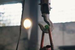 Γάντζος μετάλλων για την ανύψωση του φορτίου στην κατασκευή Στοκ Εικόνα