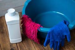 Γάντια για τον καθαρισμό του μέσου καθαρισμού κουρελιών υφασμάτων πλυσίματος στοκ εικόνες