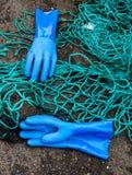 Γάντια και αλιεία με δίχτυα Στοκ εικόνες με δικαίωμα ελεύθερης χρήσης