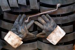 Γάντια και γαλλικά κλειδιά Στοκ Εικόνες
