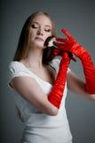 γάντια κοριτσιών βουρτσών Στοκ φωτογραφία με δικαίωμα ελεύθερης χρήσης