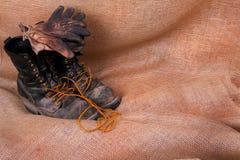 Γάντια μποτών εργασίας Στοκ Φωτογραφίες