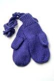 Γάντια μωρών στο άσπρο υπόβαθρο στοκ φωτογραφίες με δικαίωμα ελεύθερης χρήσης