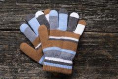 Γάντια στο ξύλινο υπόβαθρο Στοκ Φωτογραφία