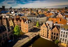 Γάνδη Βέλγιο - όμορφη άποψη πέρα από τα παραδοσιακά σπίτια Στοκ Εικόνες