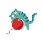 Γάτα με το κουβάρι Στοκ Φωτογραφίες
