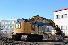 Γάτα 325 υδραυλικός εκσκαφέας στο εργοτάξιο οικοδομής Στοκ εικόνες με δικαίωμα ελεύθερης χρήσης