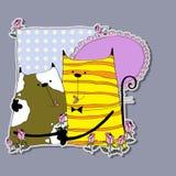 Γάτα δύο που αγκαλιάζει μεταξύ των λουλουδιών Στοκ φωτογραφία με δικαίωμα ελεύθερης χρήσης
