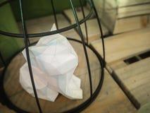 Γάτα Origami στο κλουβί Στοκ Εικόνες