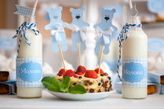 γάλα και κέικ Στοκ Εικόνες