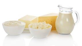 Γάλα, κύπελλο με το τυρί εξοχικών σπιτιών και ξινή κρέμα Στοκ Εικόνες
