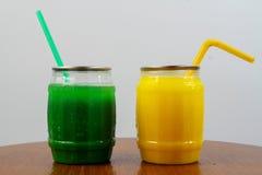 Γάλα μπανανών πάγου με το γάλα της Apple Στοκ Εικόνες