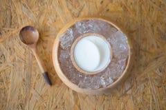 Γάλα πουτίγκας με τον πάγο στοκ εικόνες