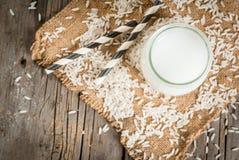Γάλα ρυζιού, με τα σιτάρια ρυζιού στοκ φωτογραφία με δικαίωμα ελεύθερης χρήσης