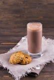 Γάλα σοκολάτας με oatmeal διατροφής τα μπισκότα Στοκ εικόνα με δικαίωμα ελεύθερης χρήσης