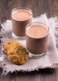 Γάλα σοκολάτας με oatmeal διατροφής τα μπισκότα Στοκ εικόνες με δικαίωμα ελεύθερης χρήσης