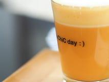 Γάλα τσαγιού το απόγευμα, εκλεκτική εστίαση Στοκ Εικόνα