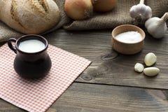Γάλα, ψωμί, κρεμμύδι, άλας Στοκ Εικόνες