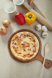 Γέμισμα της πίτσας χοτ ντογκ Στοκ Φωτογραφία